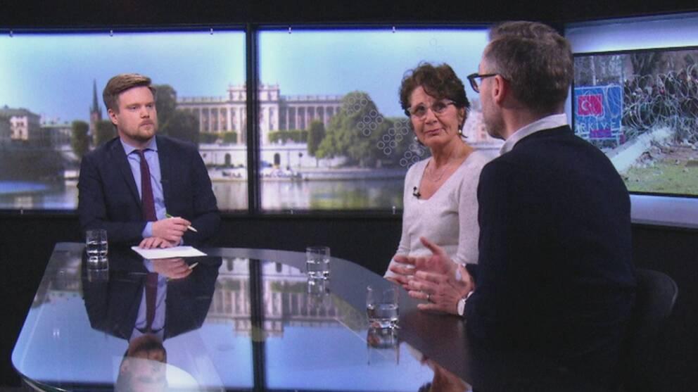 Niklas Svensson med två av gästerna i EU-magasinet: Alice Petrén, Sveriges Radio och Niklas Bremberg, utrikespolitiska institutet.