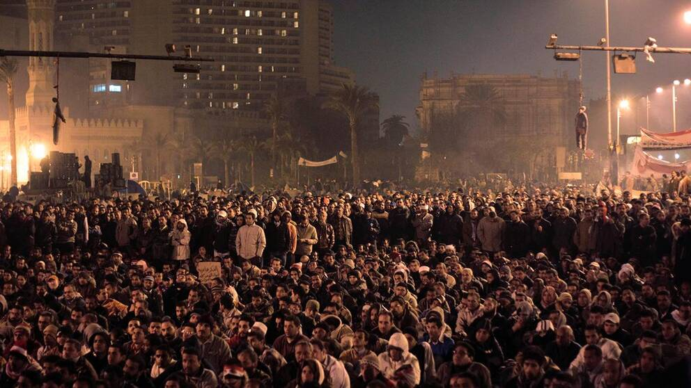 Dockor föreställande Hosni Mubarak hänger från trafikljus. Tusentals samlades 2011 på Tahrir-torget i Egypten för att protestera mot regeringen.