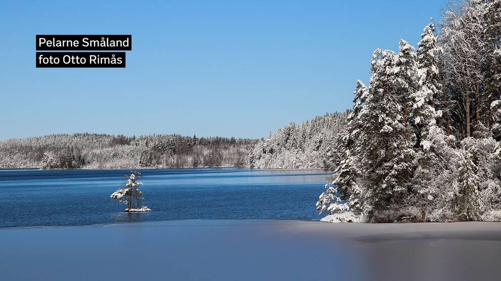 Äntligen lite vinter med snö och is. Sjön Mossjön i Pelarne utanför Vimmerby i östra Småland. Förmiddag 14 mars.