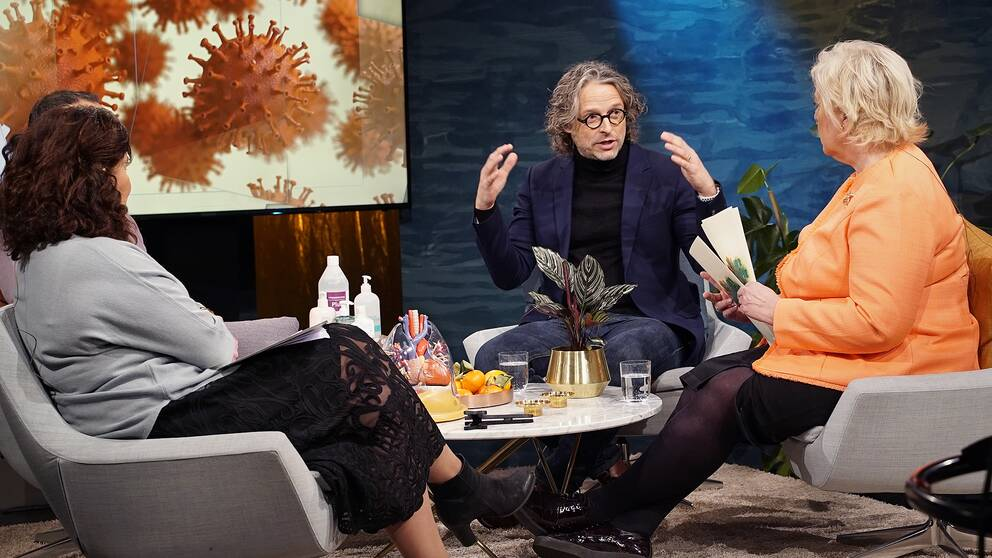 Psykologen Per Höglund i Fråga doktorns studio, tillsammans med bl a Suzanne Axell.