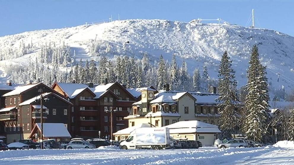 Vinterbild över Vemdalsskalet med högfjällshotellet