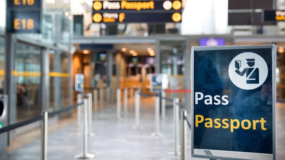 Pass kontroll på Oslo lufthavn. Foto: Gorm Kallestad / NTB scanpix / TT / kod 20520