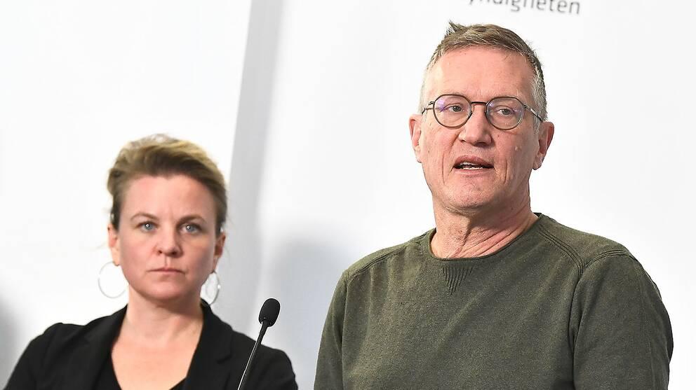 Johanna Sandwall, krisberedskapschef på Socialstyrelsen, och statsemidemiolog Anders Tegnell, Folkhälsomyndigheten.