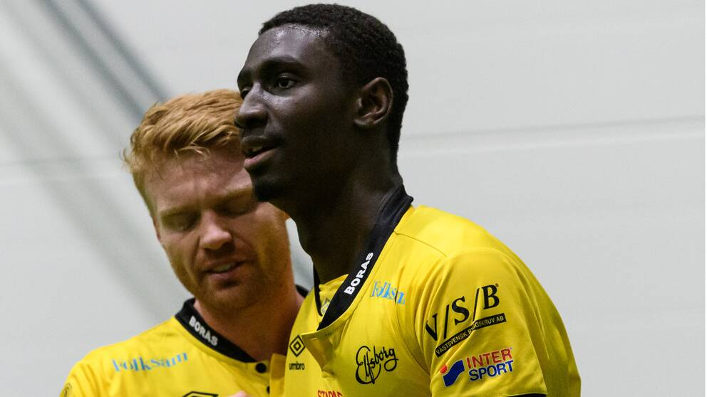 Elfsborgs Marokhy Ndione klappas om av Sivert Heltne Nilsen efter 1-0 under fotbollsmatchen i Svenska cupen mellan Elfsborg och Örebro den 8 mars 2020 i Borås.