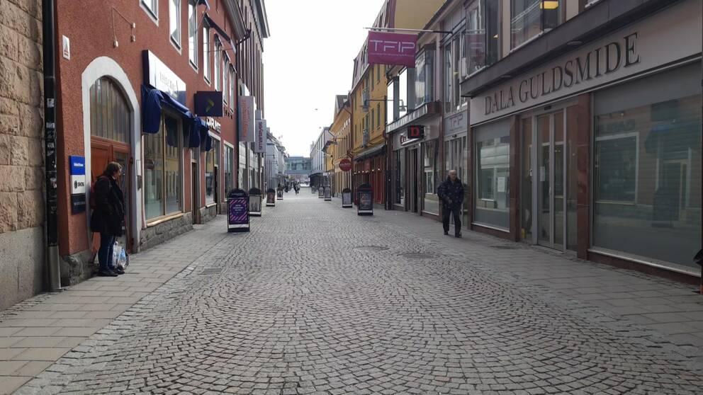 Slaggatan i Falun med butiker.