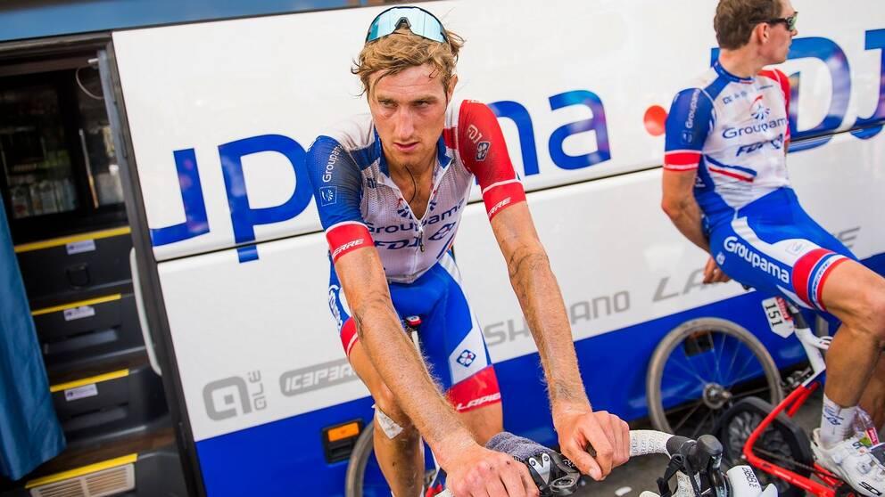 Tobias Ludvigsson på en träningscykel