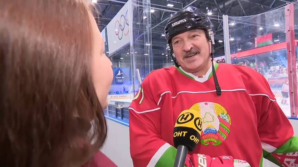 Vitryske presidenten försvarar beslutet att låta idrotten pågå.