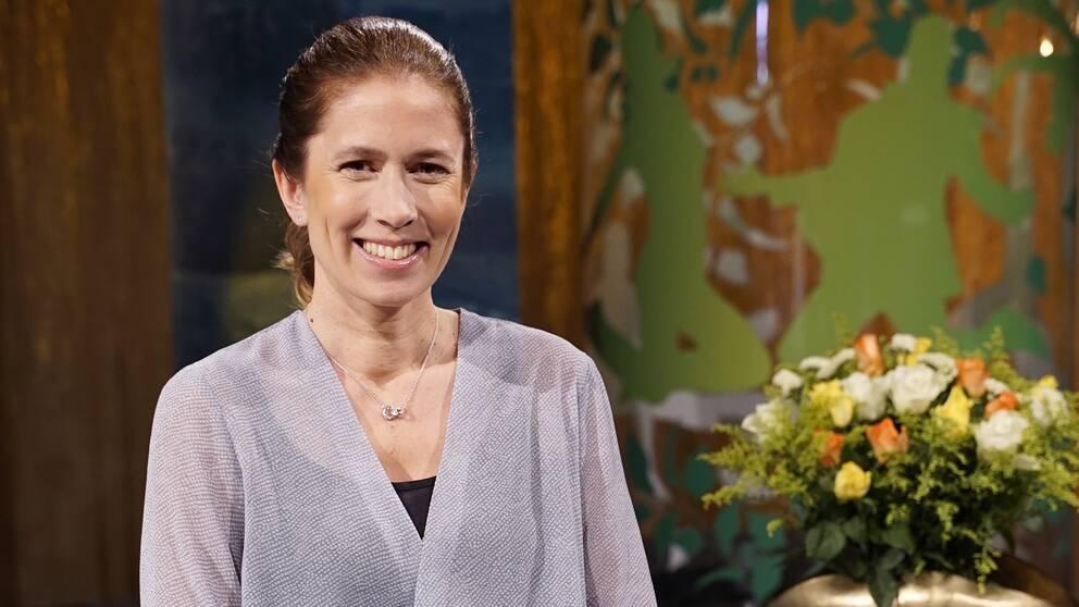 Programledaren Linda Olofsson i Fråga doktorns studio.