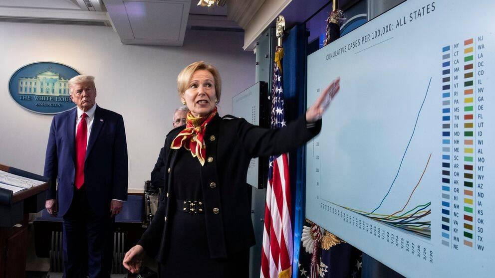 Vita husets coronakoordinator, doktor Deborah Birx, vid en presskonferens tillsammans med president Donald Trump i Vita huset.