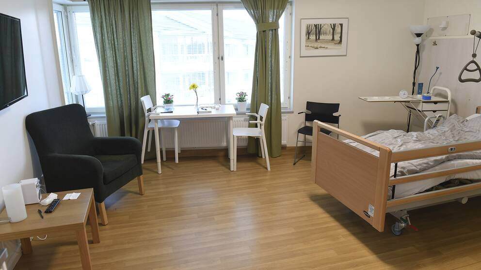Ett stort antal av de som insjuknade i covid-19 i Sverige är på äldreboenden.