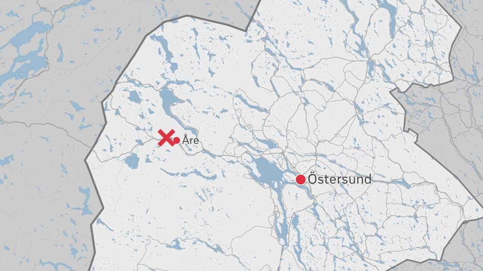 En karta över delar av Jämtland där platsen förlavinen är markerad med ett rött kryss.