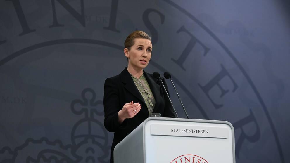 Mette Frederiksen, Danmarks statsminister, hoppas att landet kan släppa på vissa restriktioner i landet redan 15 april