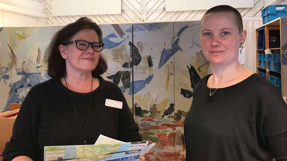 Christine Bergman och Tove Johansson jobbar som bibliotekarie på biblioteket i Mörbylånga kommun.