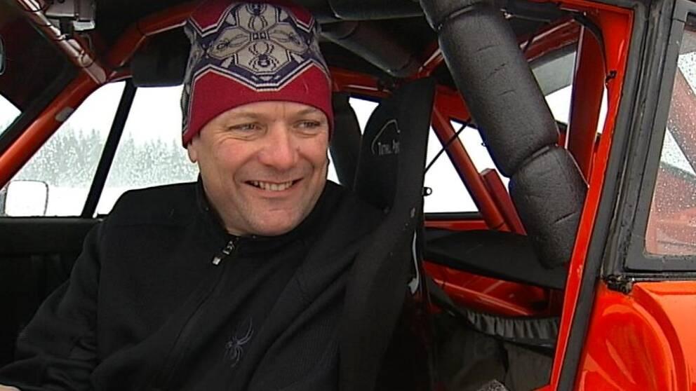 Howard Redhouse utvecklar fastigheter i London och men kör också rally.
