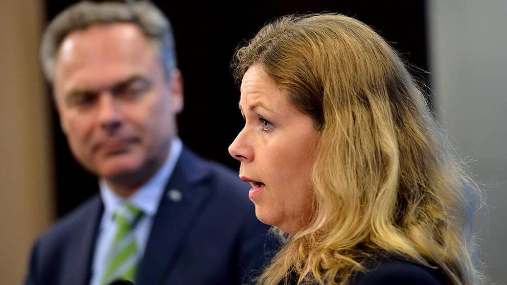 Folkpartisten och EU-parlamentarikern Cecilia Wikström kritiserar nu Jan Björklunds och Folkpartiets integrationsförslag – och säger att det borde kastas i papperskorgen.