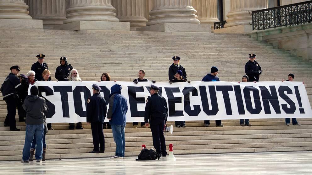 Demonstration mot avrättningar utanför USA:s högsta domstol. Arkivbild.