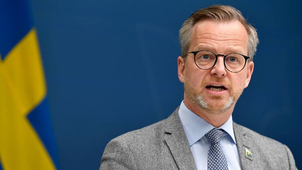 Med en tydlig och bestämd ton meddelade inrikesminister Mikael Damberg att det traditionella valborgsfirandet inte kommer att ske i år.