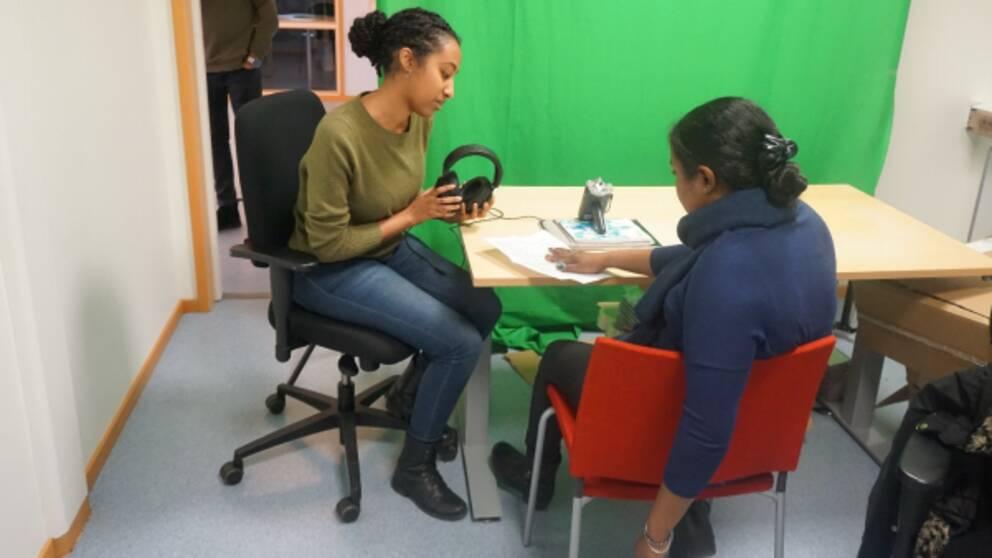 student intervjuar person