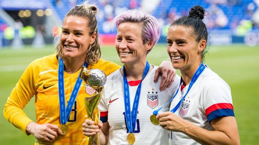 Ashlyn Harris, Megan Rapinoe and Tobin Heath efter VM-finalen i Frankrike 2019.