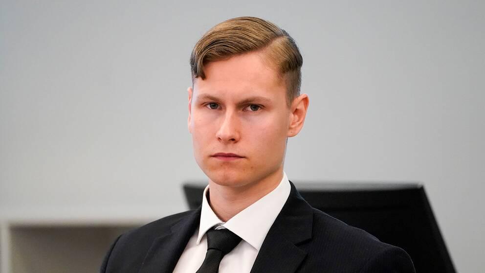 Rättegången mot Philip Manshuas pågår i tre veckor. På grund av coronaviruset följer media och åskådare rättegången via videolänk. Bild på Philip Manshaus.