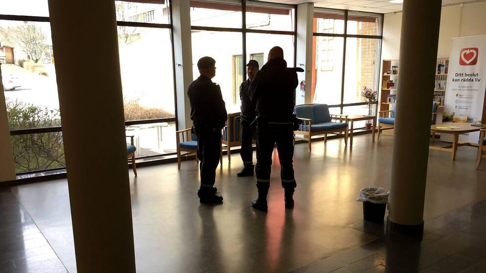 Oro bland säkerhetsvakterna på Sollefteå hälsocentral.