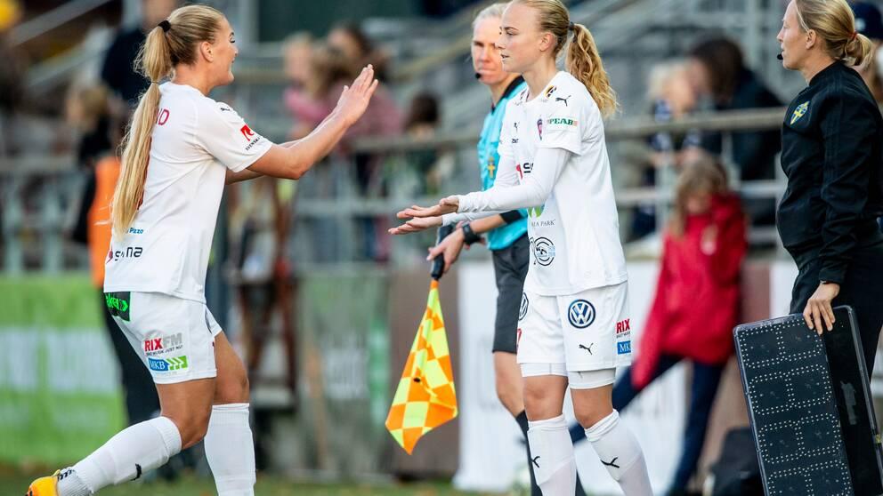 Byte i Rosengård. Ut går Lisa-Marie Utland och in kommer Ebba Wieder under fotbollsmatchen i Damallsvenskan mellan Rosengård och Hammarby den 14 oktober 2018 i Malmö.