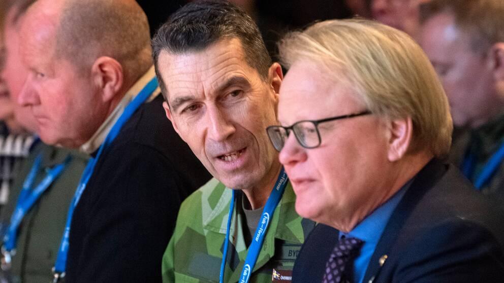 ÖB Micael Bydén och försvarsminister Peter Hultqvist (S) på Folk och försvars rikskonferens i janurari 2020.