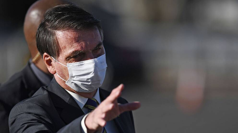 Brasiliens president Jair Bolsonaro är på kollisionskurs med både ministrar och landets guvernörer om coronahanteringen.