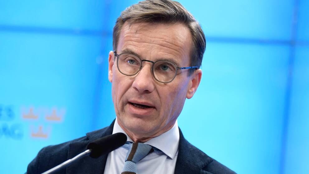 M-ledaren Ulf Kristersson kräver att coronakommissionen tillsätts innan sommaren.