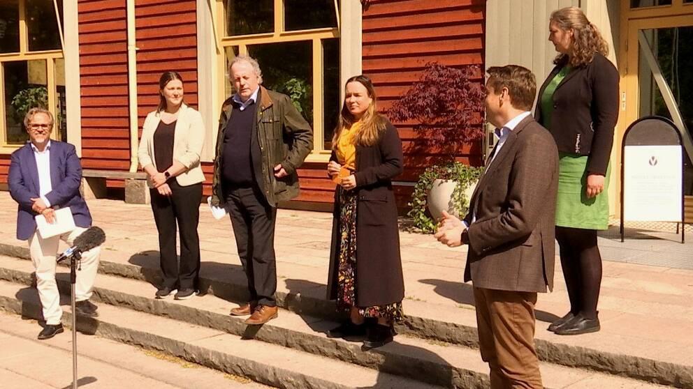 Hör Linda Larsson (S) och Per-Samuel Nisser (M) kommentera samarbetet.