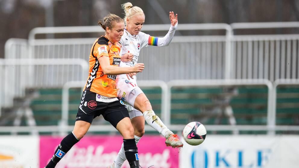 Therese Ivarsson och Caroline Seger under en match mellan Kristianstad och Rosengård i höstas.