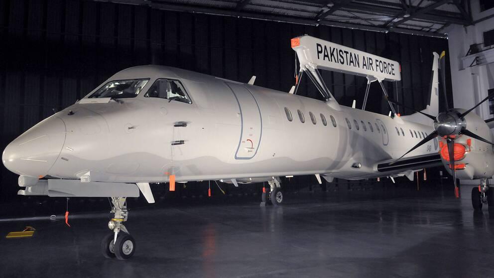 Pakistans flygvapen visar Saabs övervakningsflygplan Erieye efter att det levererats den 29 december 2009.