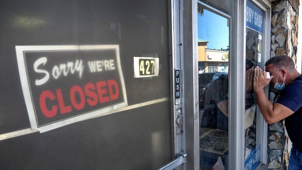 – Vi fortsätter att läsa om företag som skär ner på sin personalstyrka, och det är företag som inte omedelbart påverkades av covid-19, säger Steve Blitz, chefsekonom vid TS Lombard i New York.