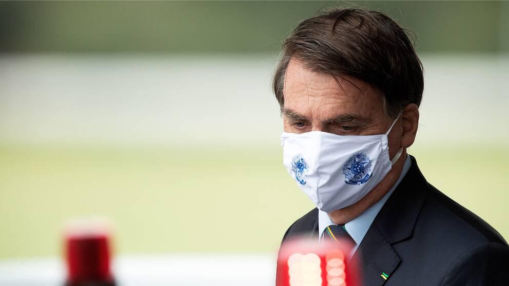 Brasiliens president Jair Bolsonaro har sett till att hans regering rekommenderar en bredare användning av medicinen hydroxiklorokin i kampen mot covid-19.