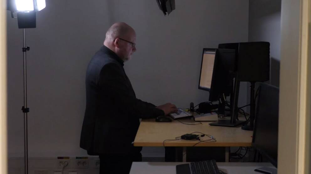 SVT:s reporter Mikael Grill Pettersson