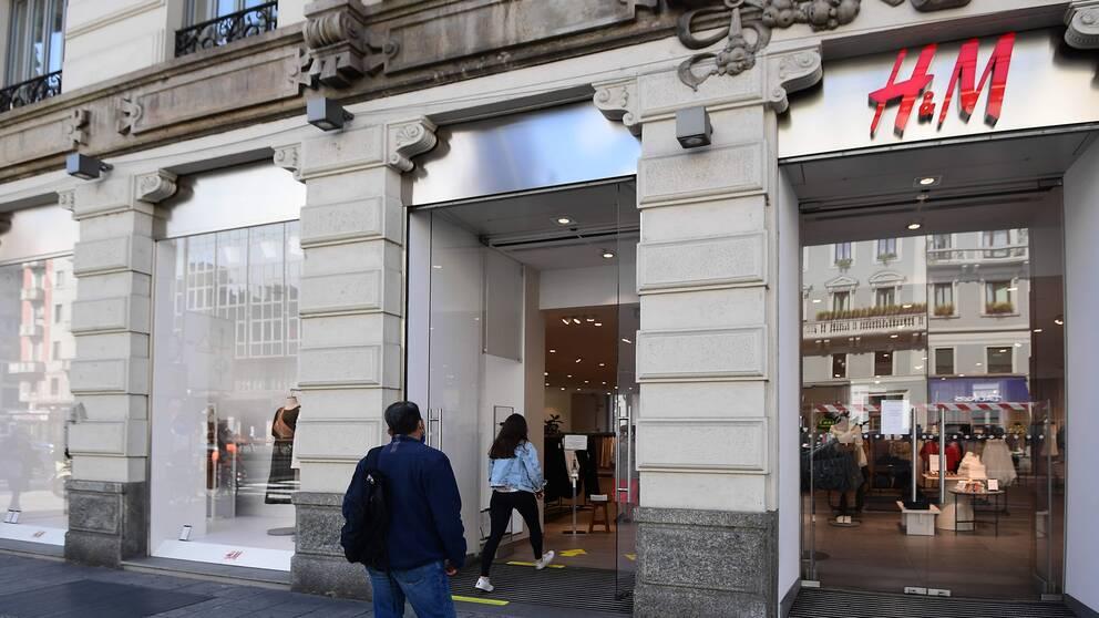 En fasad av en H&M-butik i Italien.