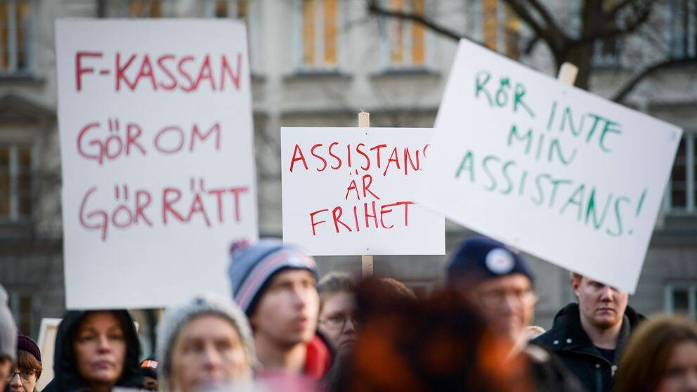 Demonstration mot nedskärningarna av personlig assistans.