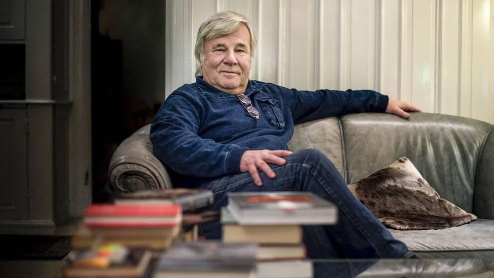 Jan Guillou har hamnat i blåsväder efter en krönika i Aftonbladet.