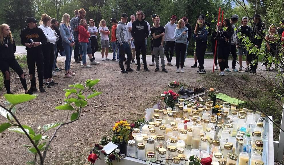Manifestation på olycksplatsen längs länsväg 548 vid Sörfors.