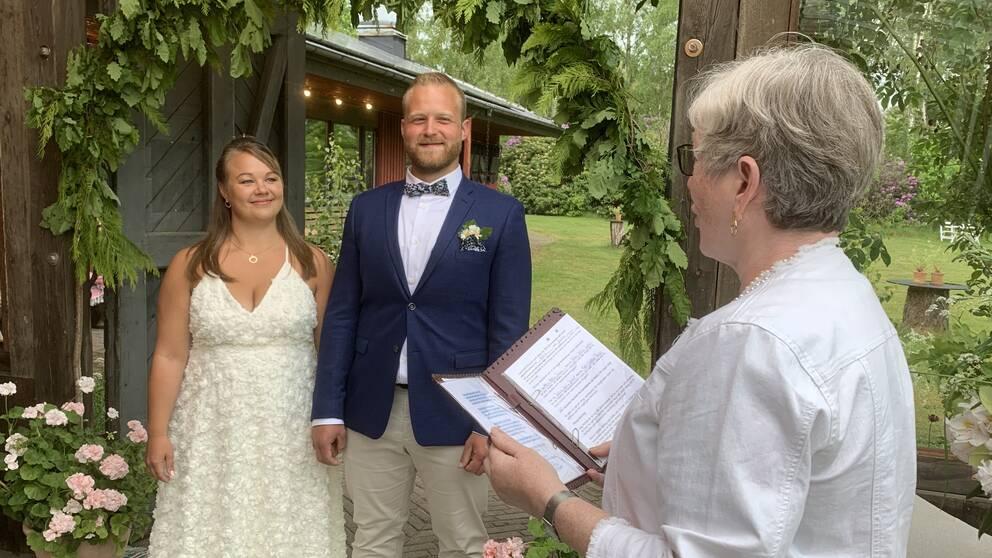 Jessica Jacobsen och Kevin Jönsson från Vallberga gifte sig i alla hast.