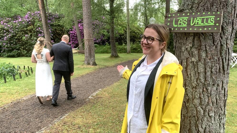 """Mimi Oskarsson är vd på värdshuset utanför Våxtorp. Initiativet med snabbröllop har fått nament """"Las Vallis""""."""