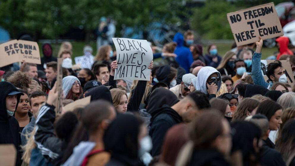 Deltagare på en Black lives matter-demonstration i Malmö.