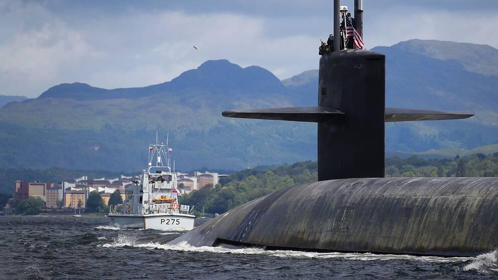 En amerikansk strategisk Ohio-ubåt (USS Alaska) med kapacitet för ballistiska kärnvapenrobotar.