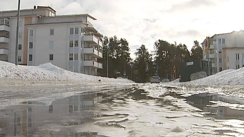 Extremt halt värre när mildluften förvandlade snön till is och vatten överallt. Så här såg det ut i jämtländska Östersund den 9 februari.