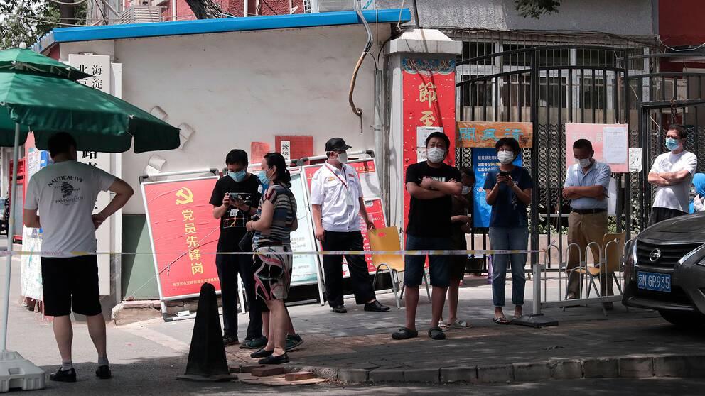 Folk med ansiktsmasker i Peking
