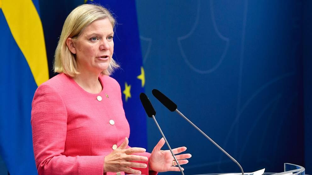 Finansminister Magdalena Andersson (S) presenterar den senaste prognosen för den makroekonomiska utvecklingen och de offentliga finanserna.