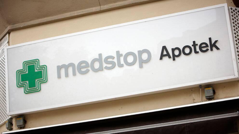 Skylt med Medstop apoteks logotyp.