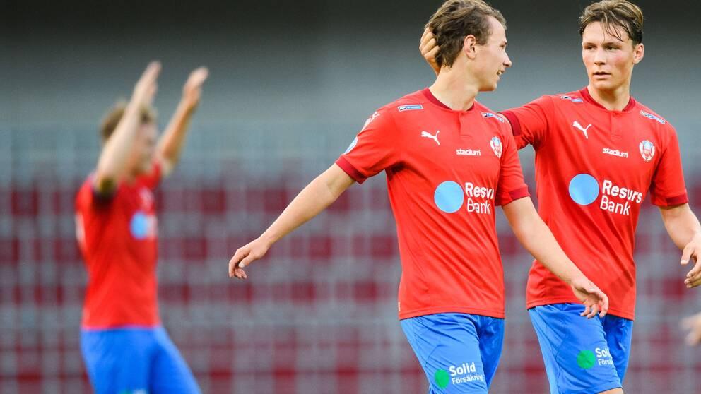 Helsingborgs Alex Timossi Andersson och Filip Sjöberg jublar efter fotbollsmatchen i Allsvenskan mellan Helsingborg och Elfsborg den 22 juni 2020 i Helsingborg.