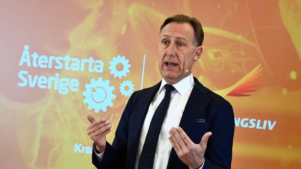 Svenskt Näringslivs VD Jan-Olof Jacke på pressträff för att presentera ett första återstartspaket för jobb och företag
