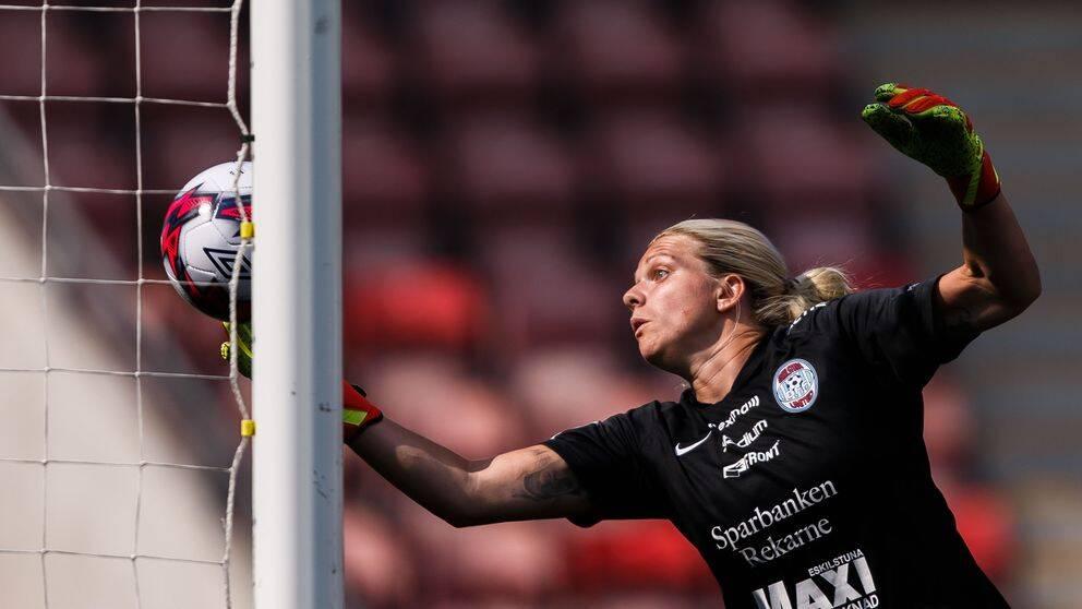Eskilstunas Emelie Lundberg släpper in 1-0